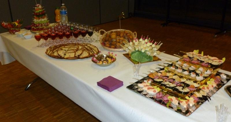 table dressée pour un cocktail dînatoire