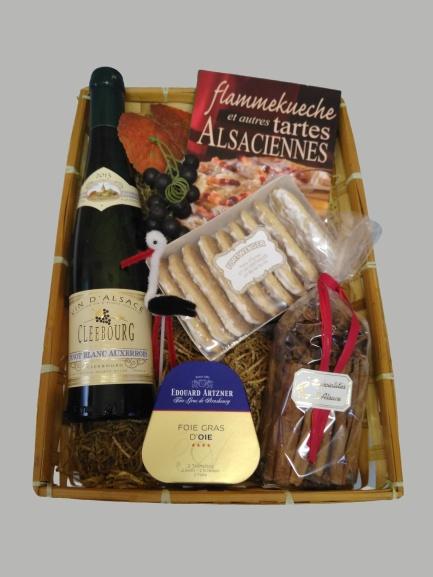 panier garni de produits alsaciens : vin, foie gras, pains d'épices, livret de cuisine