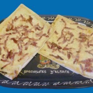 flammeküeche ou tarte flambée aux oignons et lardons