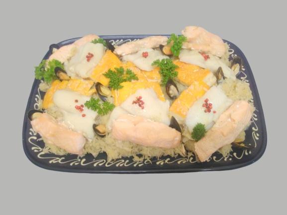Magnifique plat de choucroute de la mer aux 3 poissons