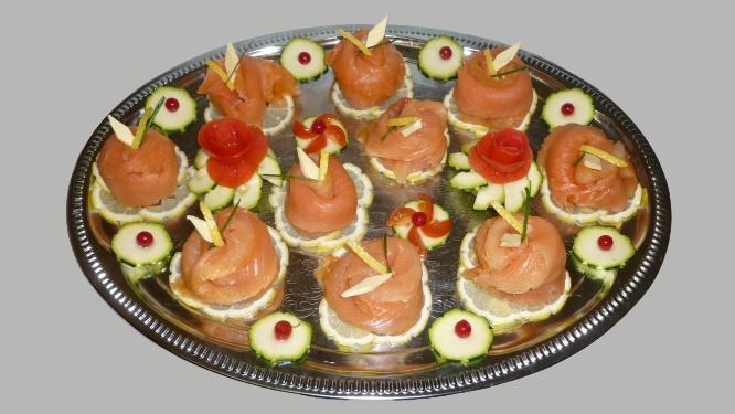 plat de rosaces de saumon fumé maison